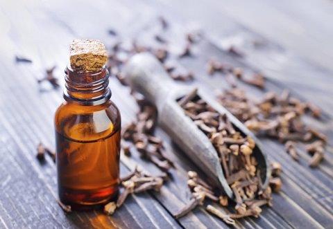 Clove oil in a bottle