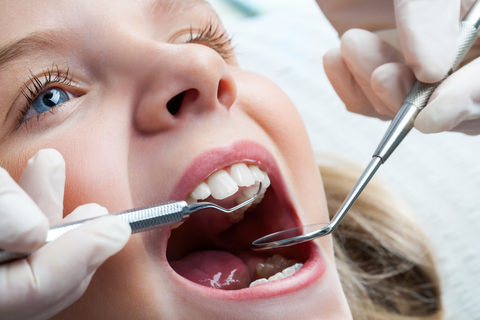 Whitening for kids - A girl at the dentist