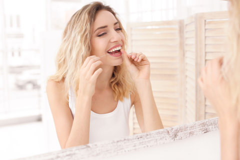How to floss your teeth and why