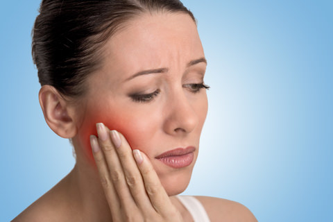 A woman with pain in her jaw