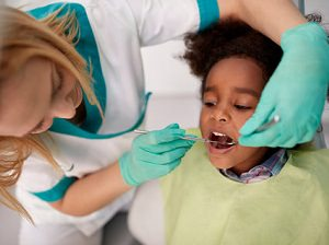 Can Distracting Your Kids at the Dentist Help? Feature image