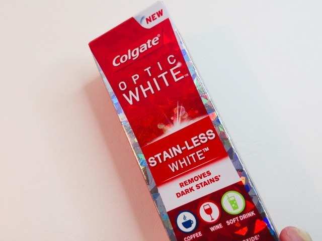 The Colgate Optic White Stain-less White packaging