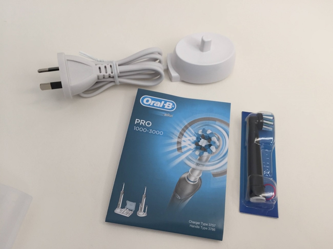 Oral-B Pro 2000 charger and instruction manual and brush head